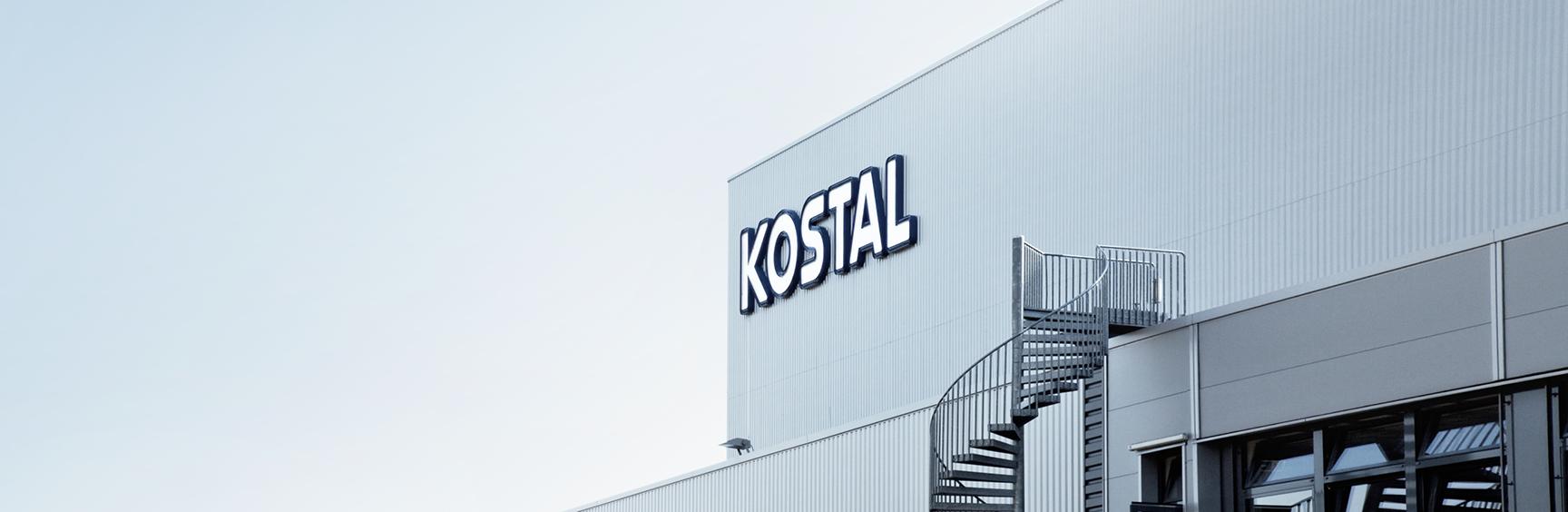 Firmengebaeude mit KOSTAL Logo